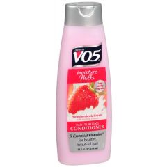 VO5 Moisture Milks Strawberries & Cream Conditioner 370ml