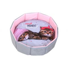 Sweet Moment Flower Shaped Cat Bed